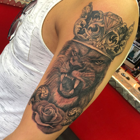 Tattoo, Best Tattoo, Colchester, Essex, Tattoo art, Tattoo Artist, Tattoos, Tattoo design, Top Tattoo, Black & grey Tattoo, reds tattoo, sonya trusty, essex tattoo, colchester, realism tattoo, tattoo ideas, lion, lion tattoo, king, king crown, crown tattoo, rose, rose tattoo