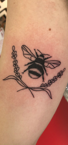 Tattoo, Best Tattoo, Colchester, Essex, Tattoo art, Tattoo Artist, Tattoos, Tattoo design, Top Tattoo, reds tattoo, anna kowacka, essex tattoo, colchester, tattoo ideas, linework, linework tattoo, outline, outline tattoo, bee, bumblebee tattoo, wildlife